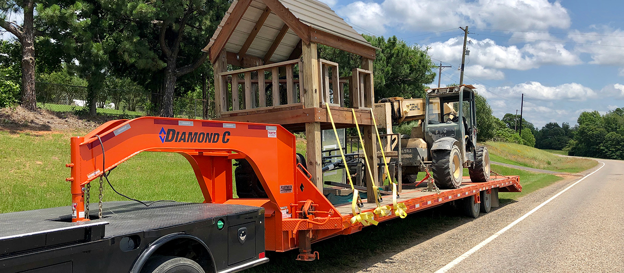 Diamond C FMAX210SS Fleetneck Engineered Beam Gooseneck Trailer