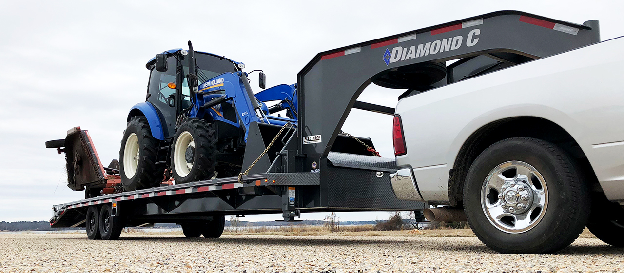 Diamond C FMAX207 Fleetneck Engineered Beam Gooseneck Trailer