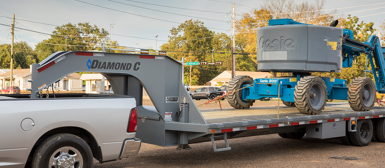 Diamond C FMAX210 Fleetneck Engineered Beam Gooseneck Trailer