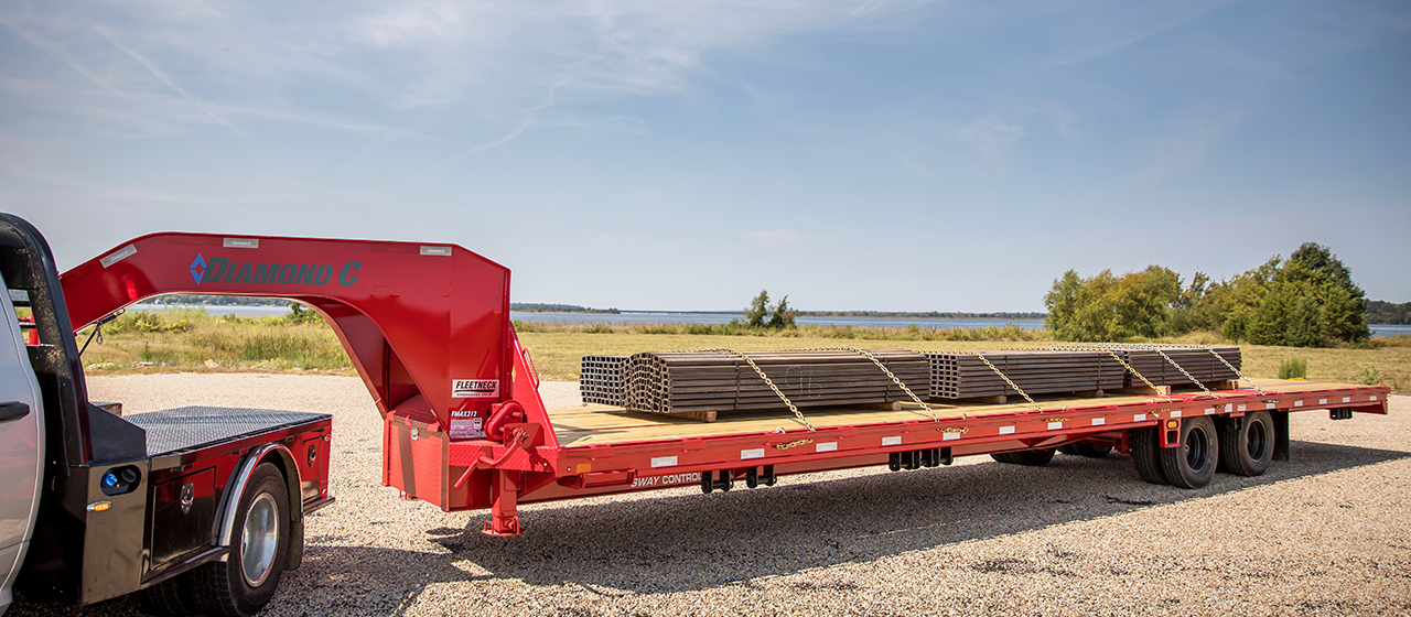 Diamond C FMAX212 Fleetneck Engineered Beam Gooseneck Trailer